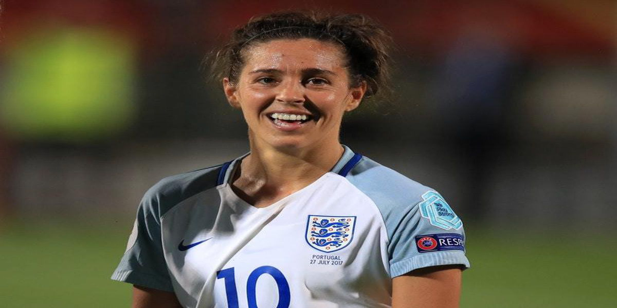 Fara Williams has announced she is to retire at the end of the season.