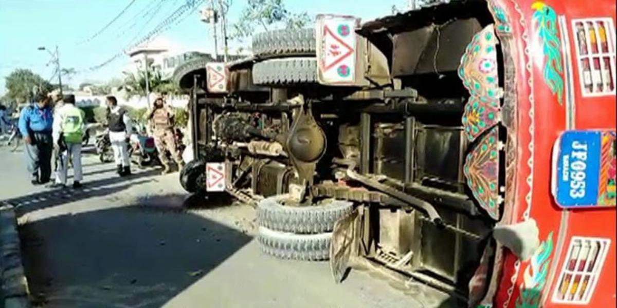 Larkana: Eight People Killed As Bus Rams Tractor-Trolley