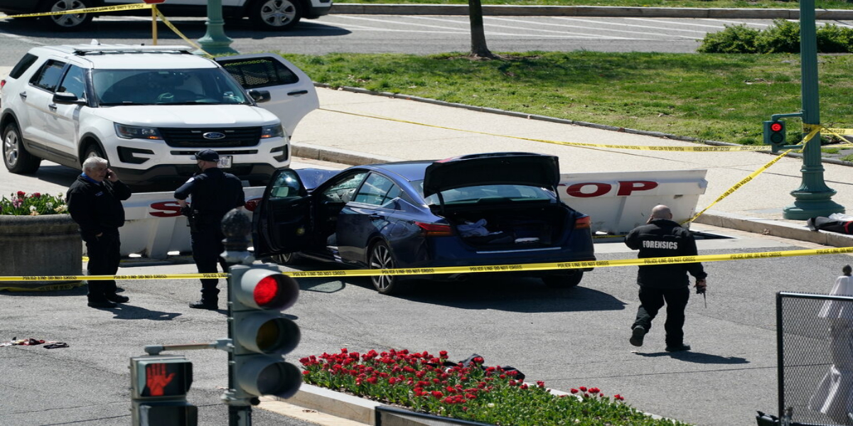 US: 1 Police Officer Dead, 1 Injured After Car Rammed Into Capitol Hill Barricades