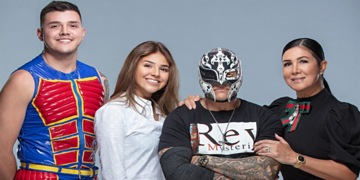 Rey and Dominik Mysterio Became The First Father / Son Duo To Win WWE Gold.