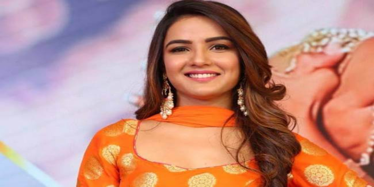 Jasmin Bhasin reveals her father struggled to get a hospital bed for mother