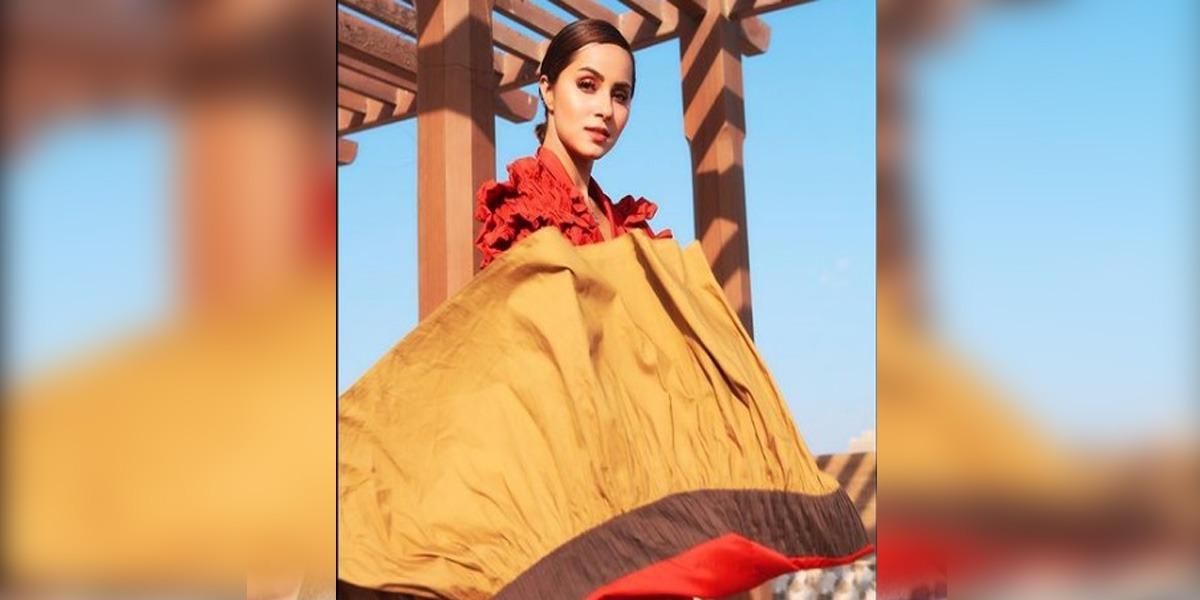Nimra Khan Brings Back Old Glamour In A Vintage Puff-Sleeve Dress