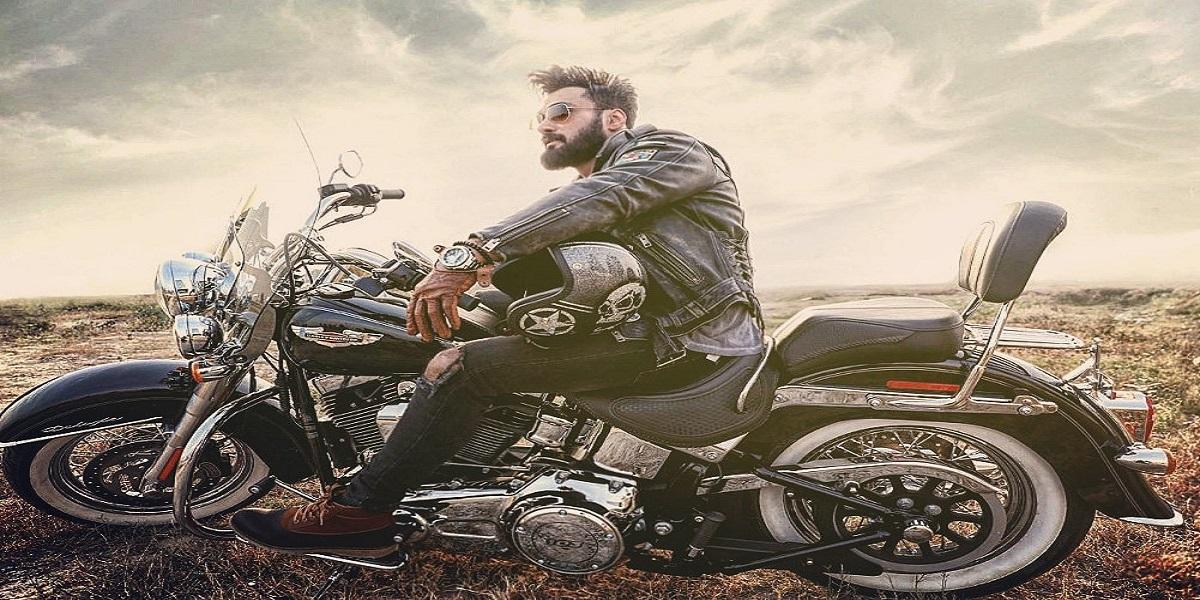 Sana Javed heavy bike