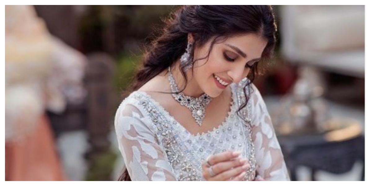 Ayeza Khan Charming Photos In White Dress Goes Viral