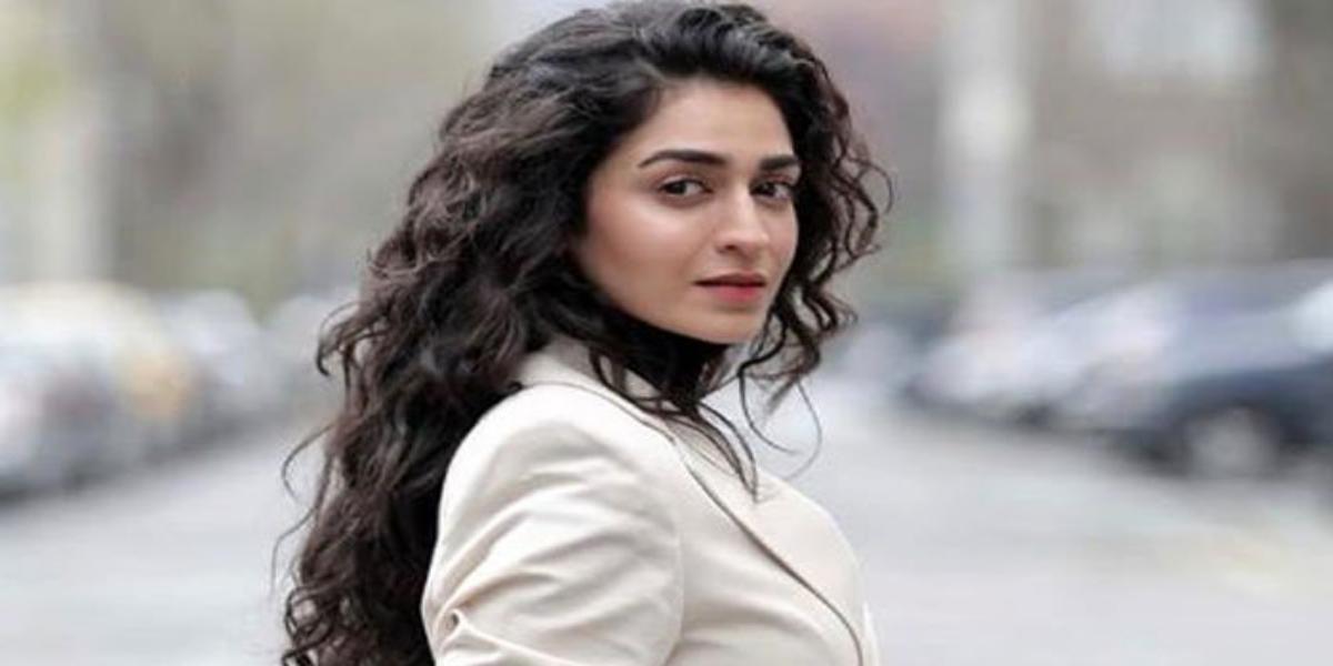 Hajra Yamin Receives criticism
