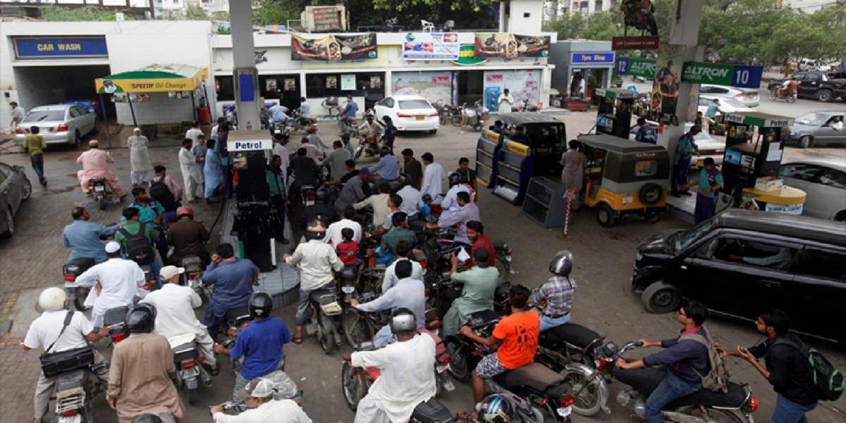 LHC Orders Strict Action Against Those Responsible For Fuel Crisis