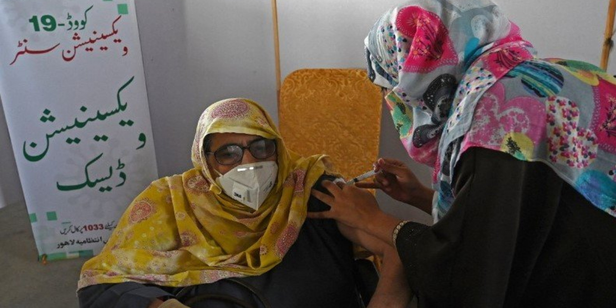 Pakistan Sees Low Positivity Rate, Vaccination Situation 'Improves From Today'