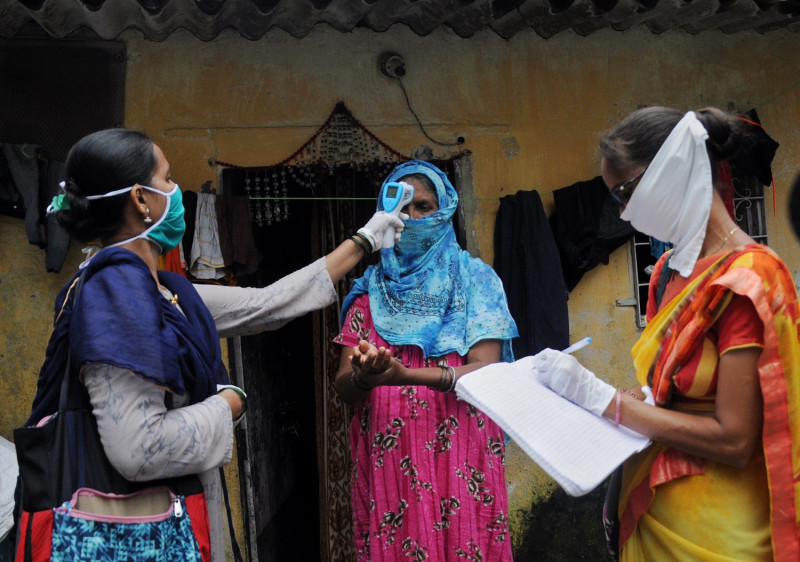 Indian experts urge faster vaccinations