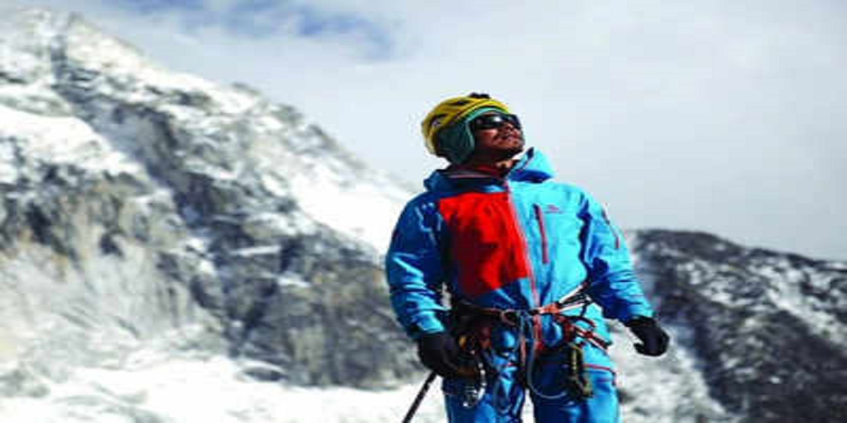 Hong Becomes the First Blind Man To Climb Everest