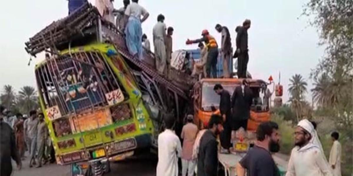 DG khan bus accident