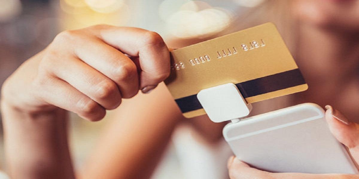 Merchants slammed for not accepting debit, credit cards
