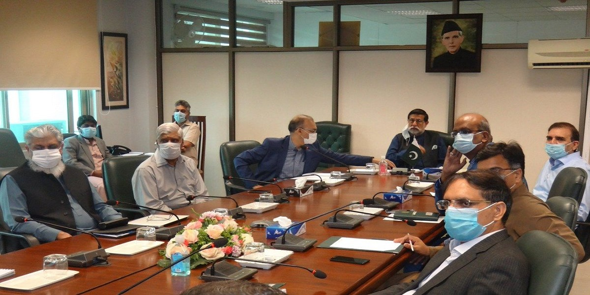 Minister reviews progress on entities privatisation
