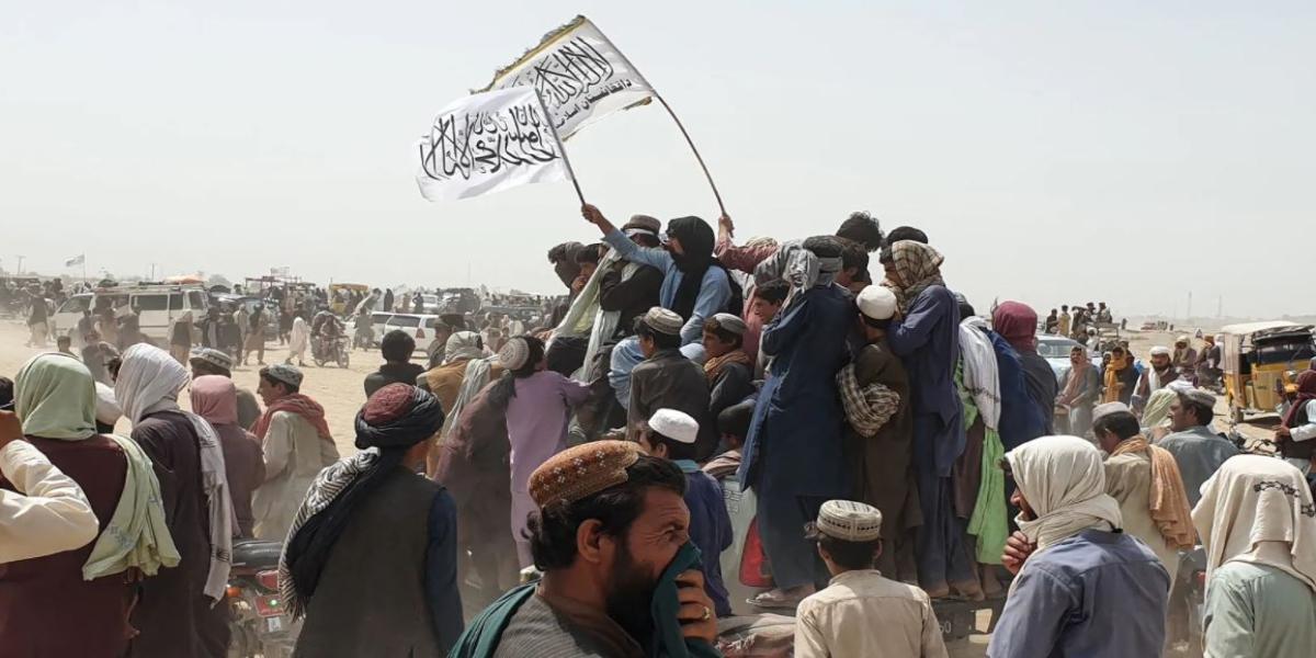 Taliban flag raised above Pakistan border