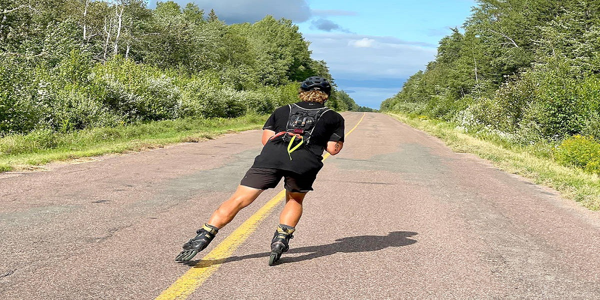 A man skates across Canada to protect the bees, breaking the Guinness World Record