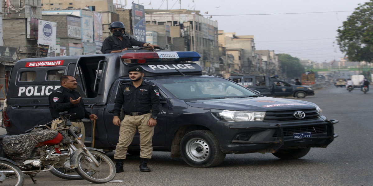 Police crackdown at driving license office