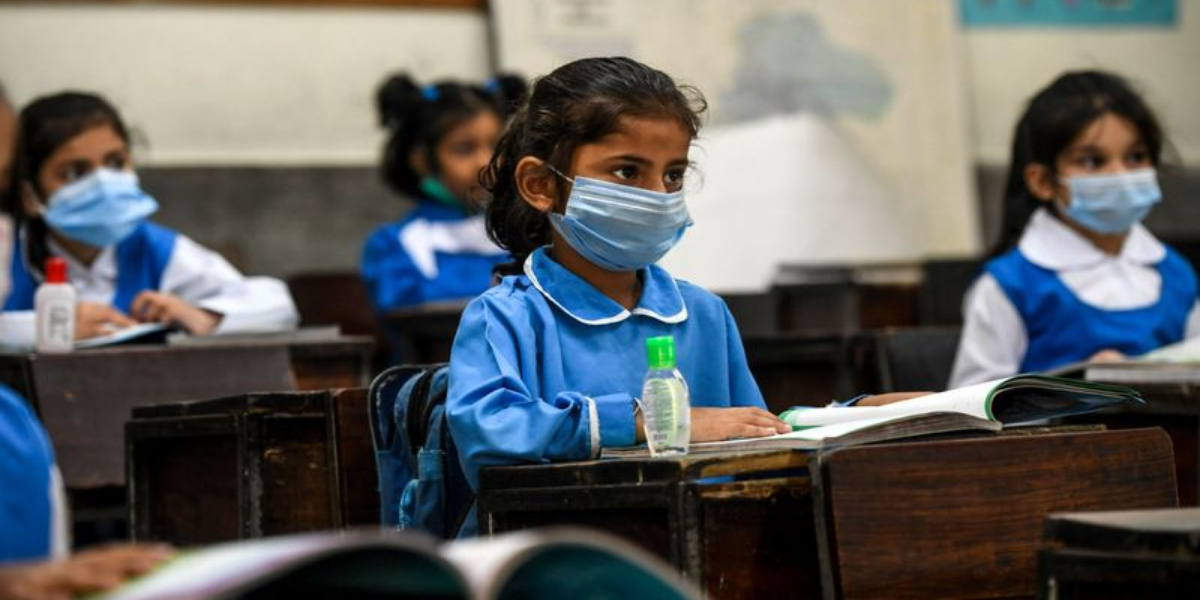 What type of mask is safest and most effective for kids?