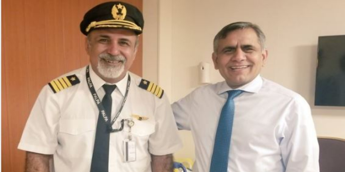 PIA Captain Praised for bringing back flight safely despite volatile situation at Kabul airport