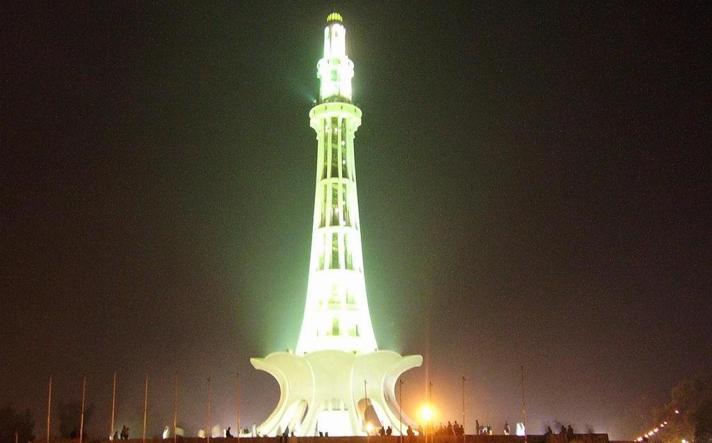 glowing minar-e-pakistan