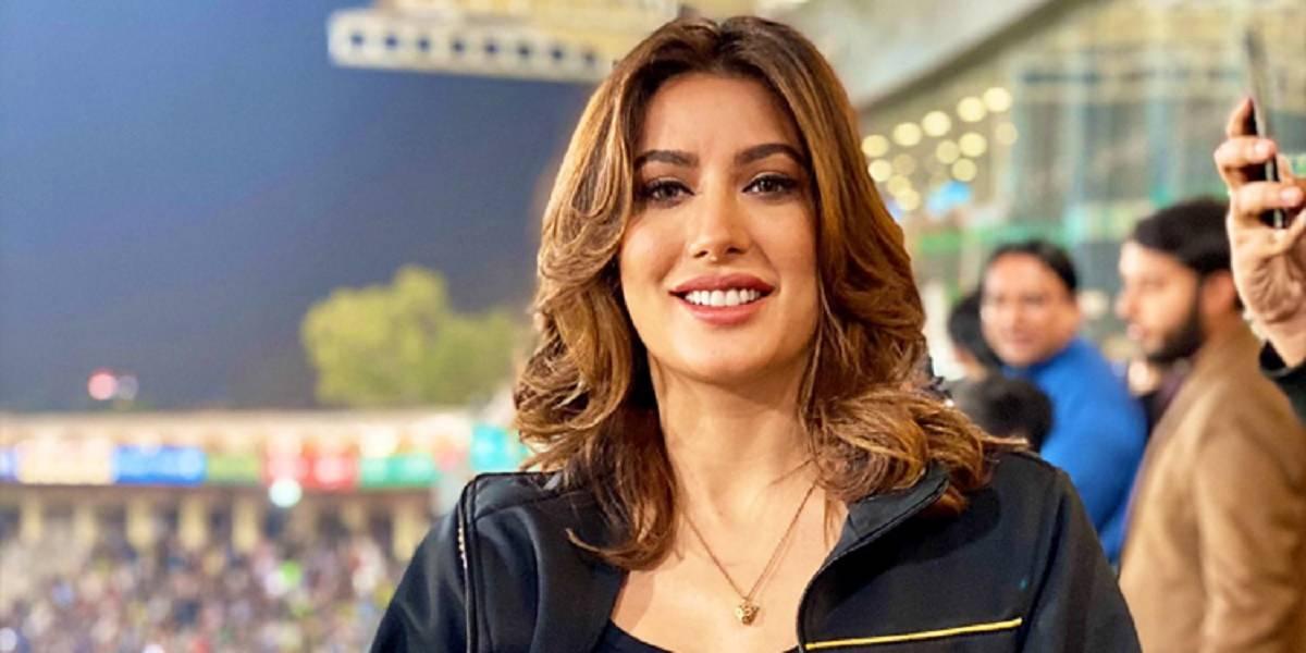 pakistani-actress-mehwish-hayat-announced-to-enter-politics-1592769424-3565