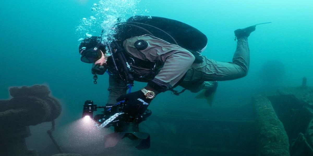 Wisconsin: Diver discovers the man's taken belongings in river