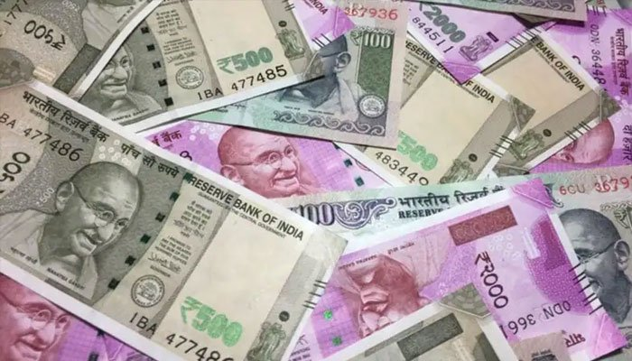 Shocking! Rs 900 Crore Deposited in Bank Accounts of 2 Boys