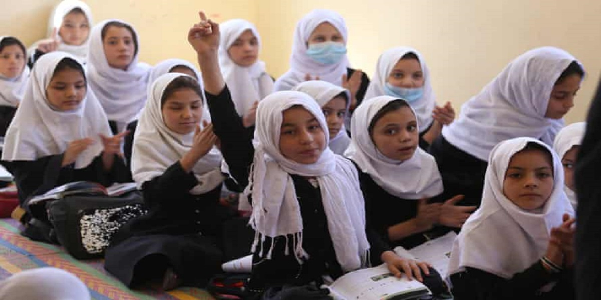 Afghanistan: Taliban ban girls from secondary education