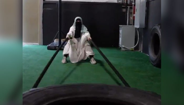 Video of a woman wearing abaya and niqab exercising on loaded machines goes viral