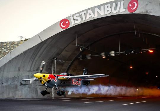 Pilot flies a plane through a road tunnel at 150 mph