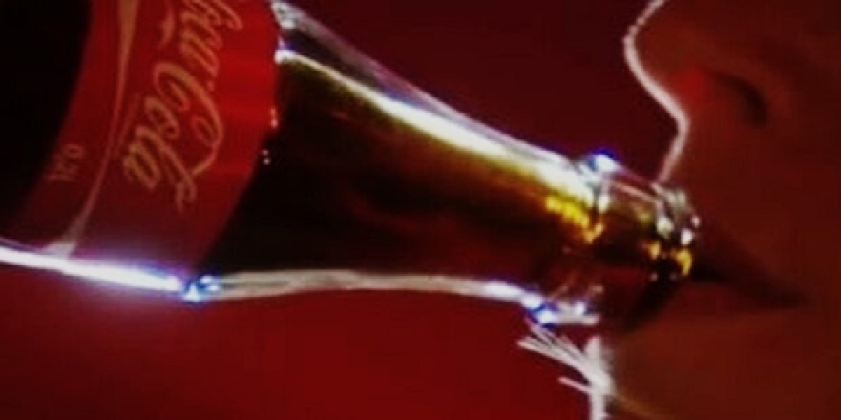 Downing a 1.5-liter bottle of Coca-Cola, a Chinese man passes away