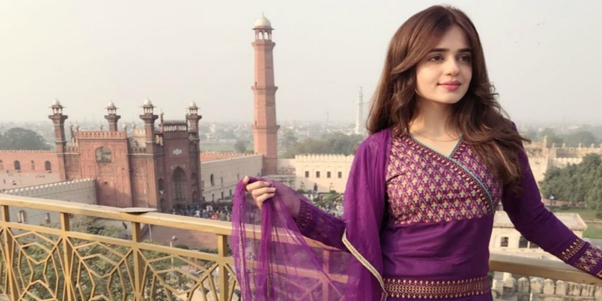 Sumbul Iqbal looks beautiful as she wishes her Insta followers 'Jumma Mubarak'