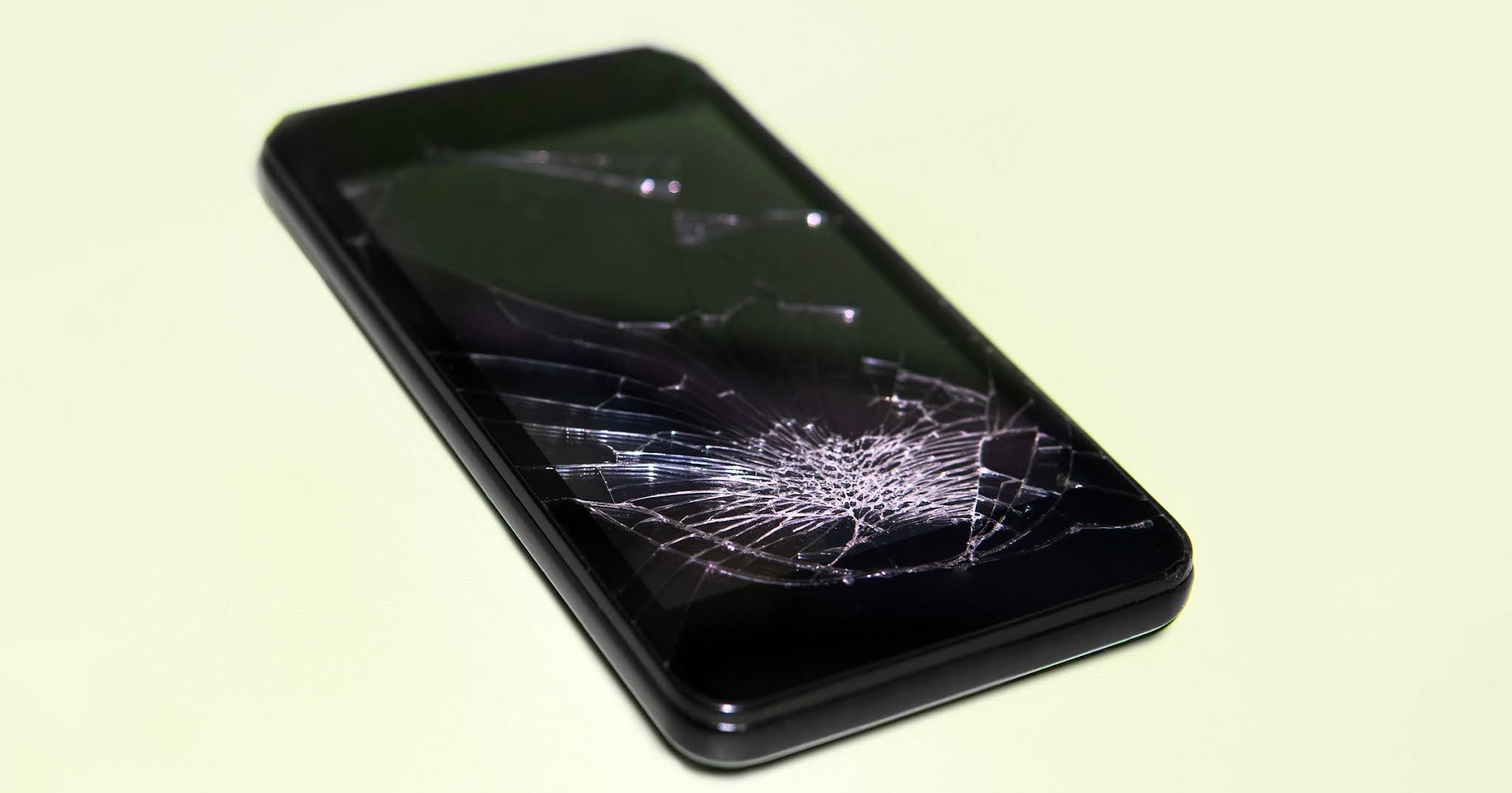 Young girl killed her boyfriend by hitting his mobile phone
