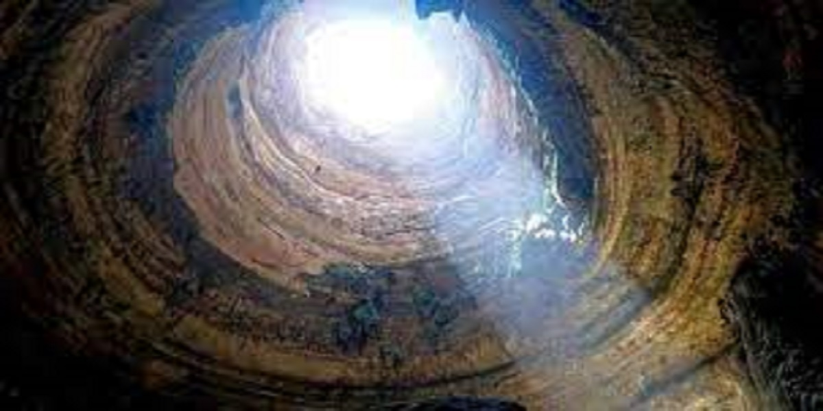 Explorers discover a snake pit at the bottom of a 367-foot well