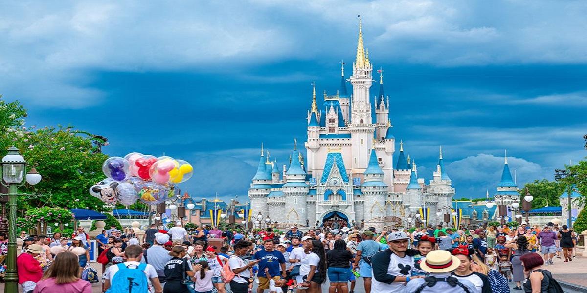 Disneyland Will Extend Holiday Season Celebrations