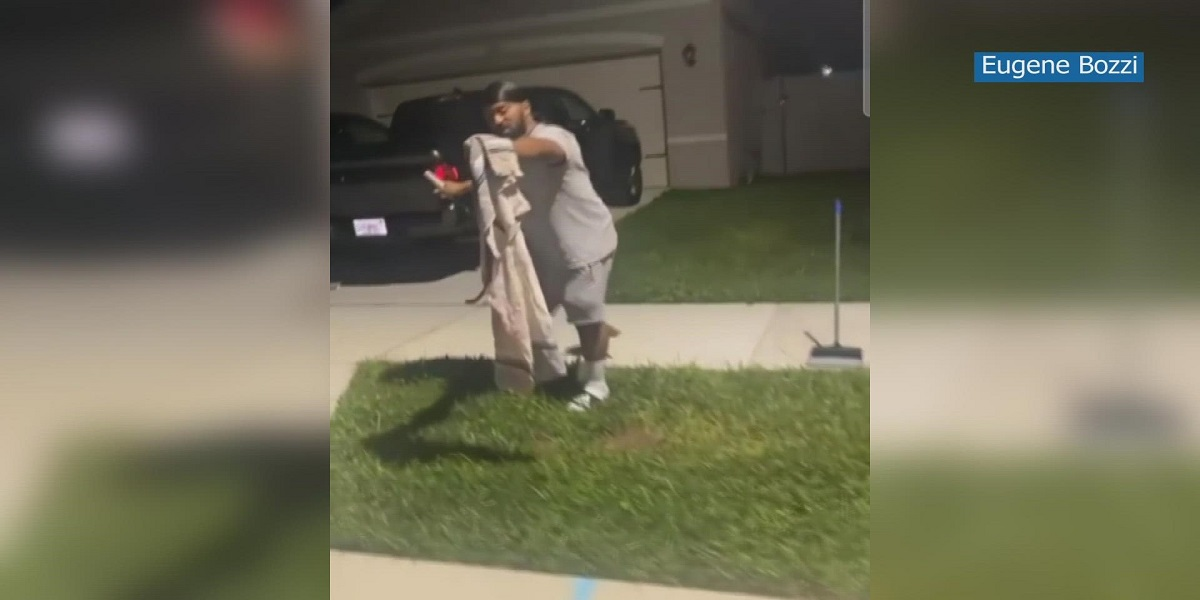 Florida: Man who caught Alligator in the trash can remove snake as well