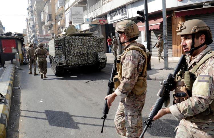 Lebanese army patrols the clash area