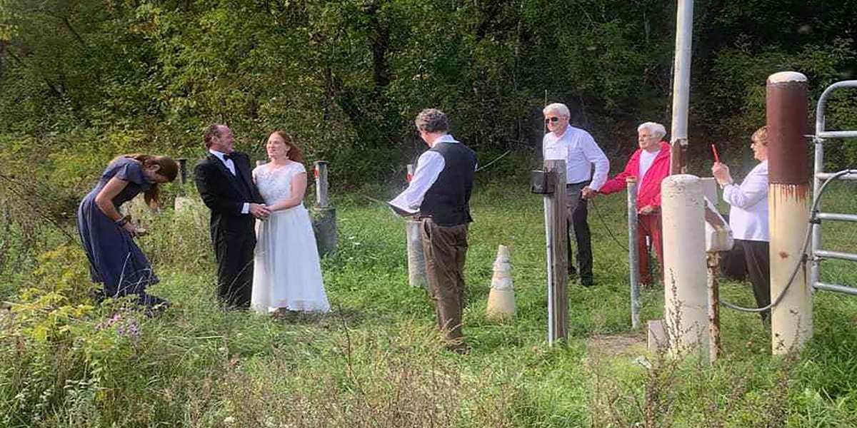 New York couple marries at Canadian border so the family can attend