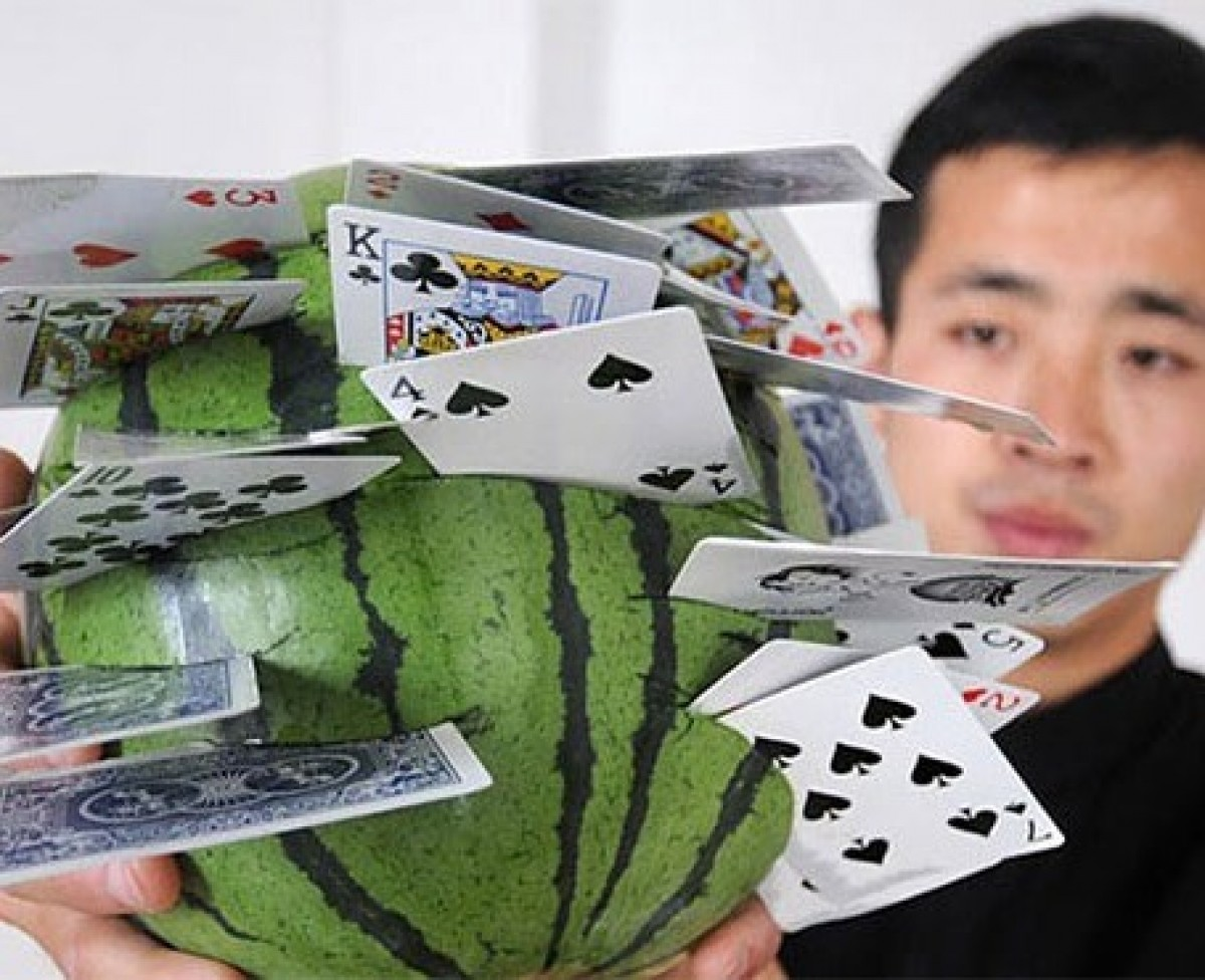 The Chinese sniper hits 20 watermelons in 60 seconds