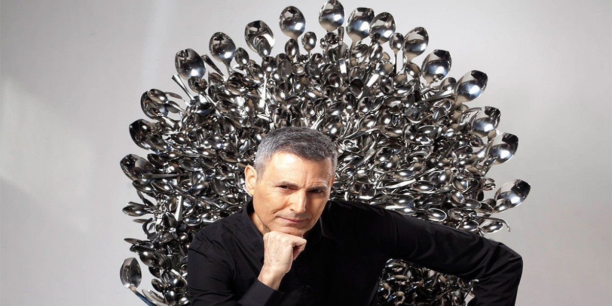 Uri Geller claims that aliens are to blame for the Facebook outage